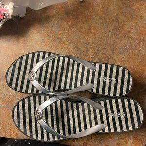 Michael Kors flip flops 🌻